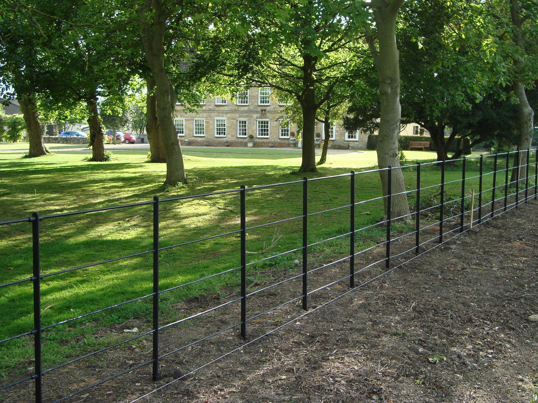 Estate Fencing Mark Vigrass Ltd
